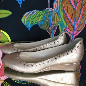 KARL LAGERFELD / Rosé Gold Studded Wedge